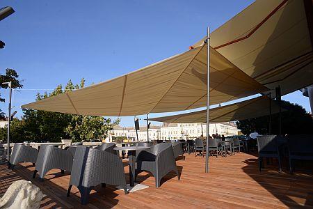 Duna hotel kerthelyisége Baján - Wellness hotel Duna