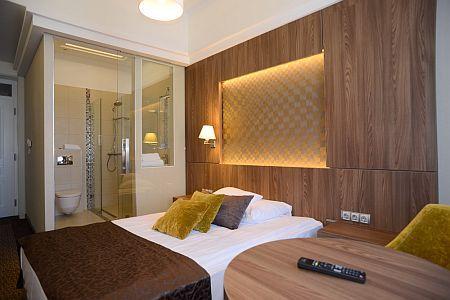 Wellness Hotel Duna Baja szép kétágyas szobája akciós áron