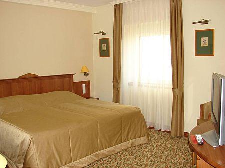 Szép világos és csendes hotelszoba Kecskeméten - Wellnesshotel Aranyhomok