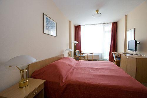 Olcsó kétágyas hotelszoba Kecskemét belvárosában - Wellness hotel Aranyhomok
