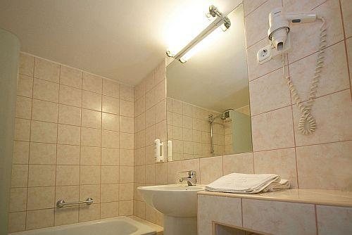 Hotel Aranyhomok - superior fürdőszoba a négycsillagos kecskeméti szállodában