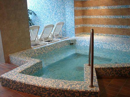 Jacuzzi Kecskeméten az Aranyhomok szállodában