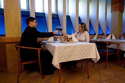 Aranyhomok Kecskemét - 4 csillagos wellness hotel Aranyhomok Kecskemét - étterem - Kecsekeméti 4 csillagos wellness hotel Aranyhomok