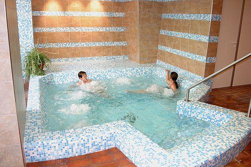 Wellness szolgáltatás a Kecskeméti Wellness hotel Aranyhomokban - Jacuzzi