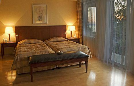 Hotel Azúr Siófokon akciós félpanziós wellness csomagokkal