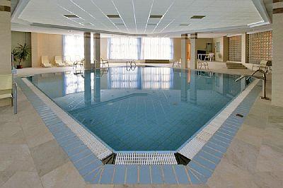 Rubin Hotel wellness medencéje Budapesten a XI kerületben