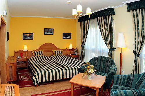 Villa Classica hotel - online közvetlen hotelszoba foglalás Pápán - Classica hotel