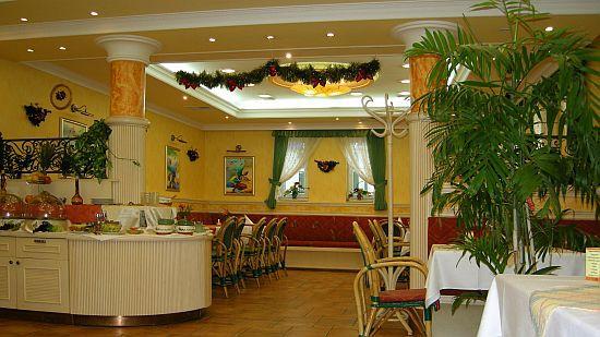 Étterem Pápán, pápai szép és elegáns szálloda a Villa Classica Szálloda étterme