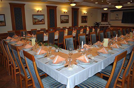 Szállás Pápán a Hotel Villa Classica szállodában, szép étterem Pápán