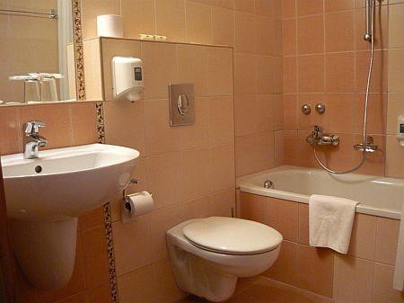 Fürdőszoba a háromcsillagos kecskeméti Granada Hotelben