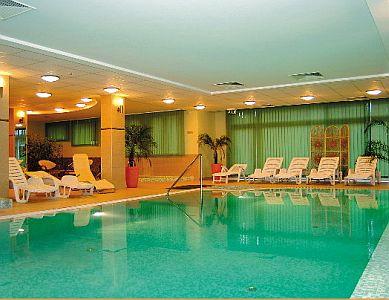 Wellnessközpont Kercskeméten, a Granada Szállóban - úszoda
