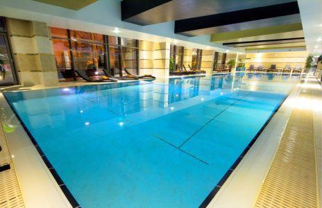 Belső medence az 5* Hotel Divinusban wellness hétvége Debrecenben
