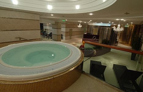 Wellness Hotel Divinus Debrecen***** jacuzzi a Divinus Hotelben