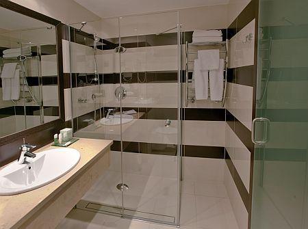 Szép és elegáns fürdőszoba az Aquaworld Hotelben**** Budapesten