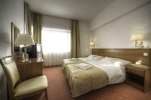 Két Korona Wellness Hotel Balatonszárszó - elegáns és romantikus hotelszobák a Balatonnál