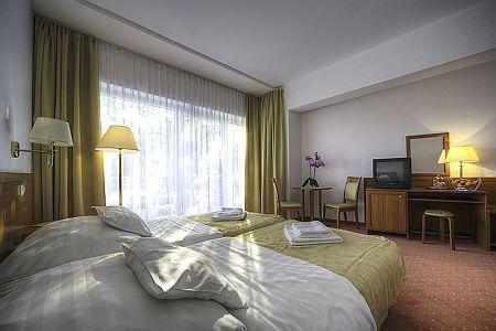 Két Korona Hotel modern kialakítású szobája Balatonszárszón - wellness hétvége a Balatonon