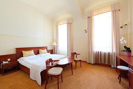 4* Anna Grand Hotel Balatonfüred kétágyas szobája balatoni panorámával