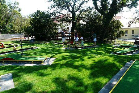 Minigolf az Anna Grand Hotel**** kertjében Balatonfüreden