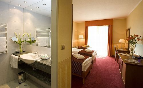 4* Szép és tágas szabad kétágyas szoba Mezőkövesden Zsóry Fürdőn