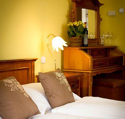 City Hotel Unio kétágyas szabad szobája Budapesten, olcsó szálloda a Dob utcában