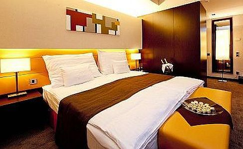 Abacus Hotel kétágyas szabad szobája Herceghalmon 4*