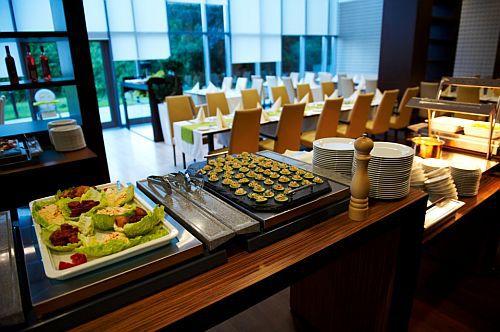 4* Abacus Wellness Hotel herceghalmi étterme tele finomsággal