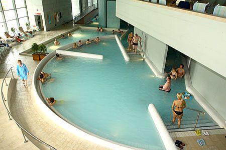 Hotel Saliris**** termál medencéje Egerszalókon a sódombnál