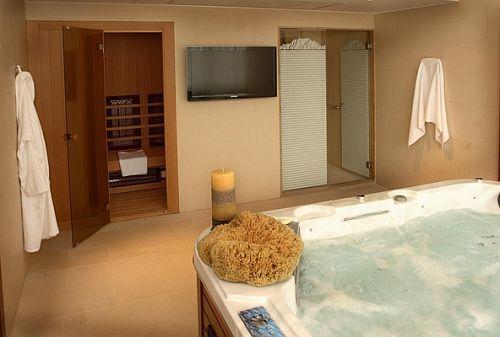Saliris Hotel elnöki lakosztálya jacuzzival, szaunával és szoláriummal