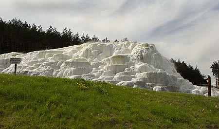 A híres sódomb Európában is páratlan a 68 fokos gyógyvízből kiváló só