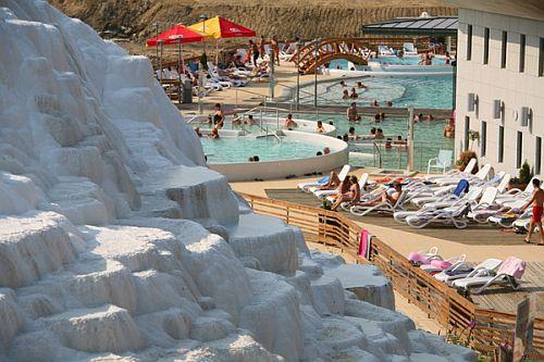 Saliris Wellness Hotel**** külső nagy wellness medencéi