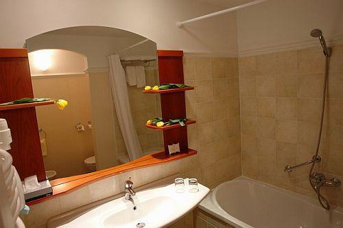 Hotel Karos**** Spa fürdőszobája, akciós wellness hotel Zalakaroson