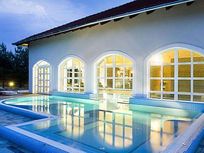 Fűtött külső medence wellness hétvégére a Bodrogi kúriában****