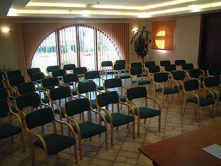 Konferenciaterem és rendezvényterem bérlés a repülőtérnél