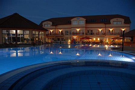Aqua Spa**** Wellness hotel külső medencéje