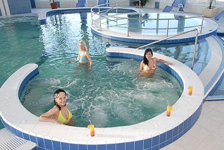 Aqua-Spa Wellness Hotel**** Cserkeszőlő belső medencéje