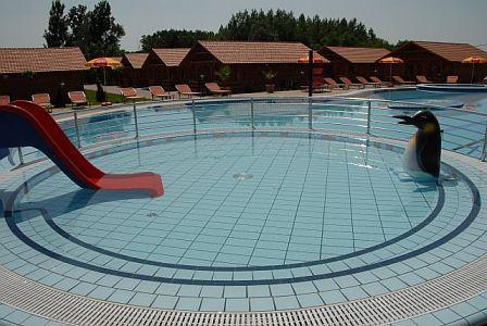 Bungalow Aqua Spa Wellness - külső medence, élményfürdő, gyermekmedencék családoknak