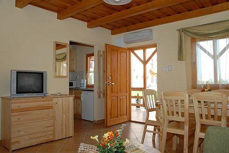 Légkondícionált, fedett terasszal rendelkező bungalow 2,3,4,6 fő részére Cserkeszőlőn a Bungalow Aqua Spa-ban