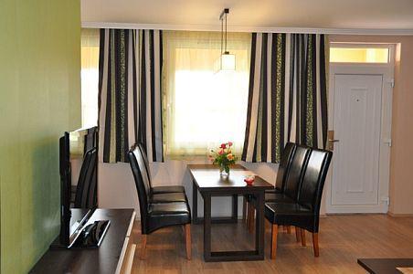 2 főtől 6 főig luxus apartman**** Cserkeszőlőn - Apartman nappali Cserkeszőlő