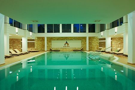 Atlantis Hotel Hajdúszoboszló wellness hétvégére akciós csomagokkal