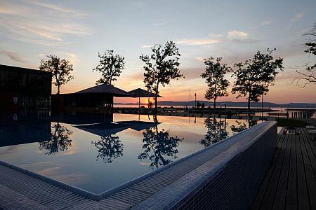 Jacht klub a Balatonnál BL Bavaria Yachtclub külső medencéje Balatonlellén