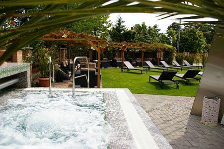 4* Hotel Residence siófoki akciós hétvégére pezsgőfürdős medence