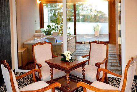 Hotel Residence Siófok jacuzzis lakosztálya panorámával a Balatonra