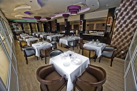 Délibáb Hotel étterme Hajdúszoboszlón, elegáns környezetben