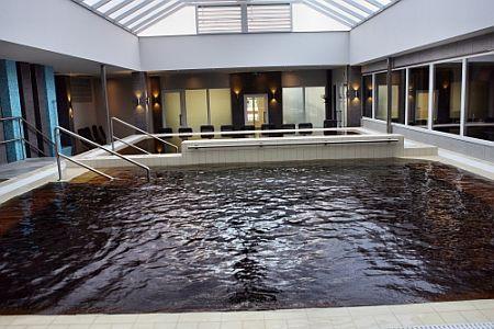 Hotel Délibáb négycsillagos szálloda gyógy- és termálvizes medencéje Hajdúszoboszlón