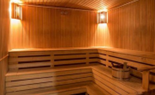 Hotel Corvus Aqua**** tágas szaunája Gyopárosfürdőn wellness hétvégére