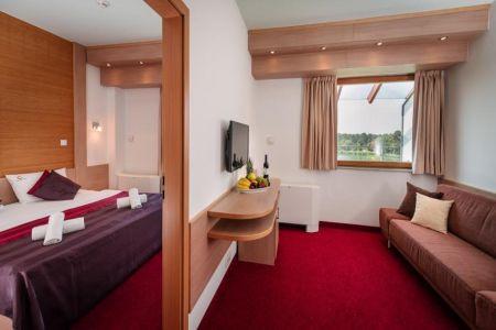 Hotel Corvus Aqua**** egybenyitható családi szobája Gyopárosfürdőn