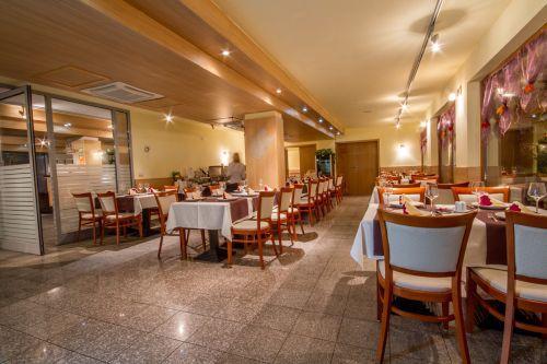 Hotel Corvus Aqua**** elegáns, szép étterme Orosházán
