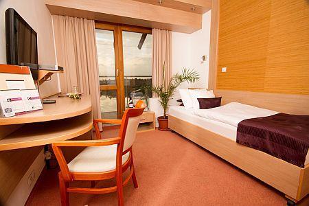 Corvus Aqua Hotel Gyopárosfürdő**** panorámás egyágyas szobája