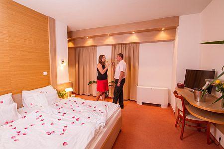 Hotel Corvus Aqua**** Gyopárosfürdő romantikus, elegáns hotelszobája