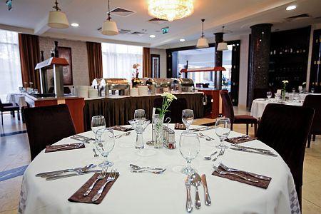 Esküvő helyszín a Colosseum Hotel**** elegáns éttermében Mórahalmon